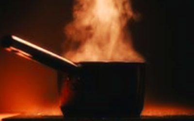 油適不適合熱炒,只看發煙點嗎?